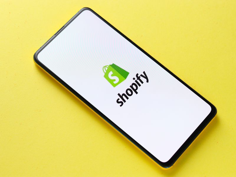 social media strategies shopify on mobile